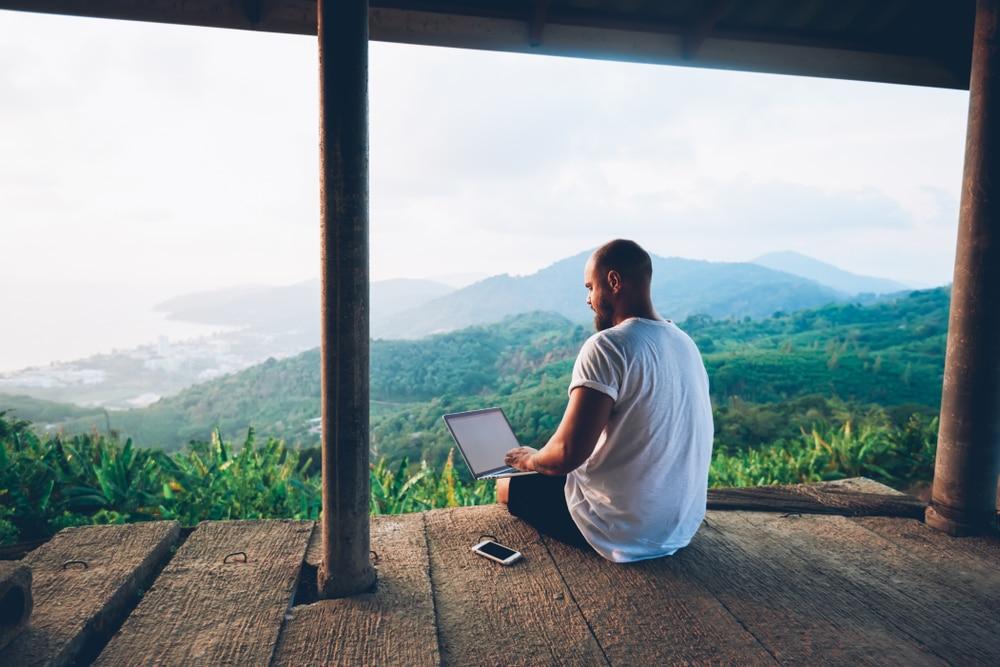 Être freelance vs salarié, avantages et inconvénients
